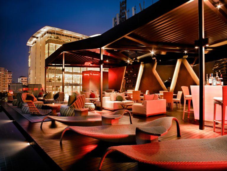 nightlife infinity pool naumi hotel singapore