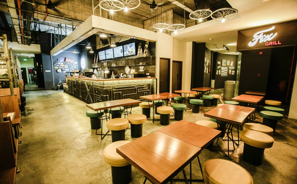 indoor-seating-21st-birthday-party-venue-event-space-venuerific-fix-grill