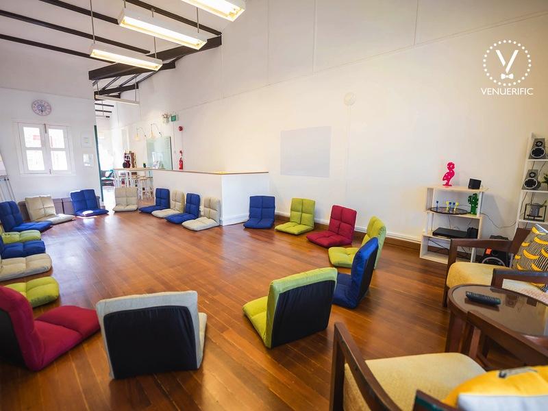 Baby-shower-parties-venuerific-blog-cozy-bananas-floor-chairs