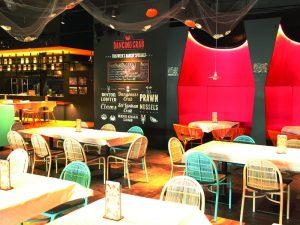 best-seafood-restaurants-singapore-venuerific-blog-dancing-crab-dining-area