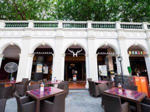 ways-to-enjoy-euro-2016-singapore-venuerific-blog-highlander-outdoor-area