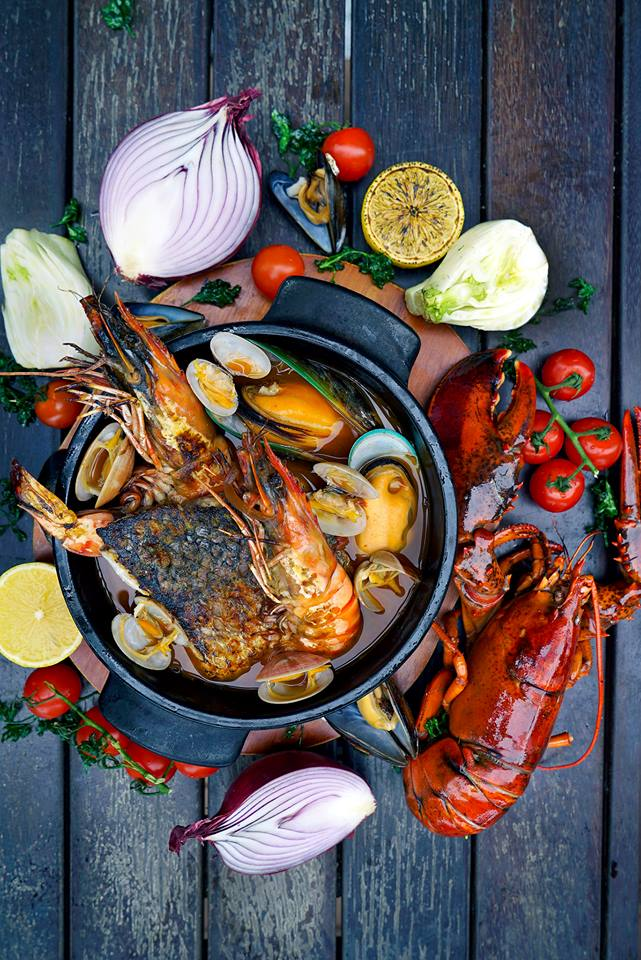best-seafood-restaurants-singapore-venuerific-blog-the-pelican-seafood-bar-and-grill-seafood-stew