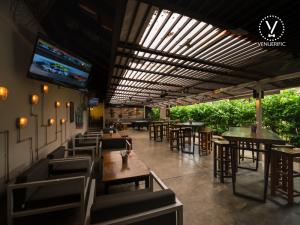 ways-to-enjoy-euro-2016-singapore-venuerific-blog-tin-hill-social