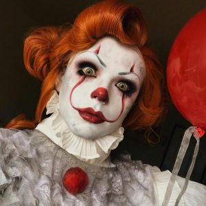 Halloween-costume-ideas-venuerific-blog-pennywise-scary-face