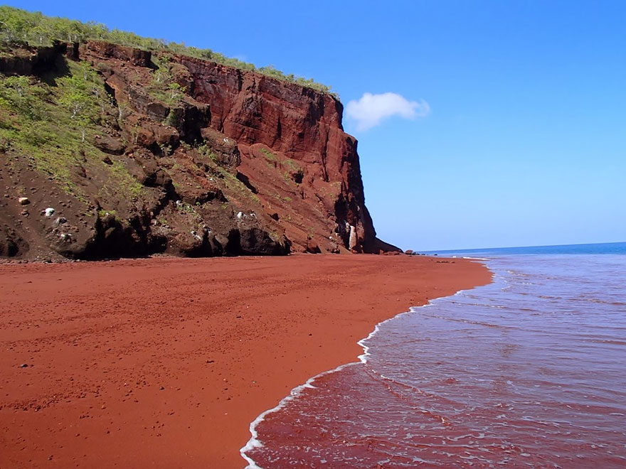 strangest-beaches-venuerific-blog-rabida-galapagos