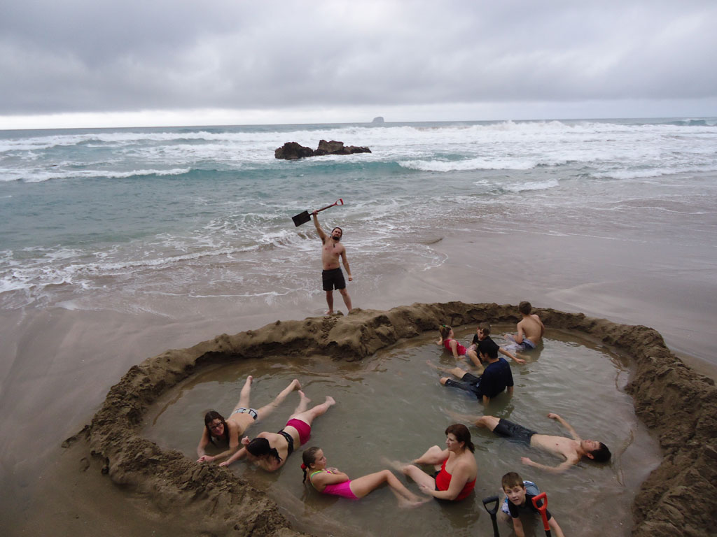 strangest-beaches-venuerific-blog-hotwater-beach-new-zealand