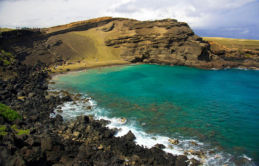 strangest-beaches-venuerific-blog-papakolea-green-sand-beach-hawaii