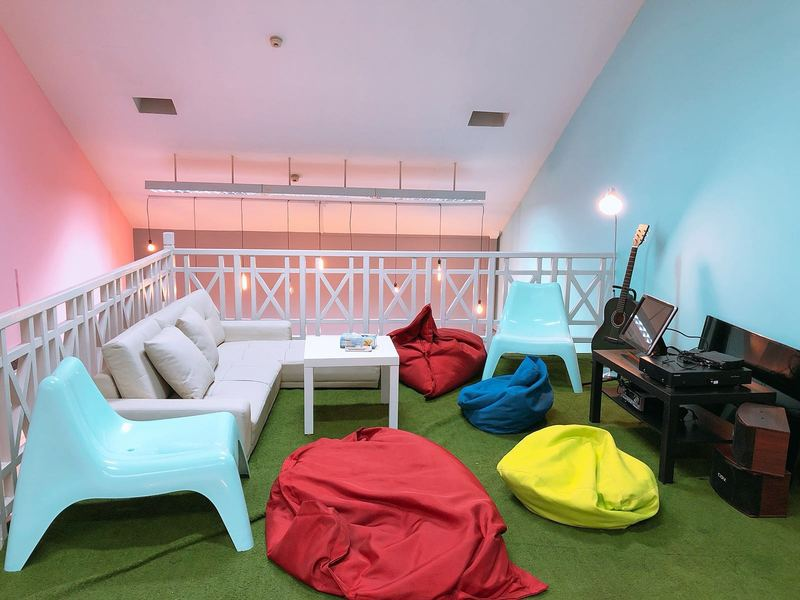Colonial-industrial-styled-venue-venuerific-blog-cloud9-beanbag