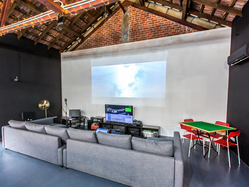 Colonial-industrial-styled-venue-venuerific-blog-needle-in-a-haystack-living-room