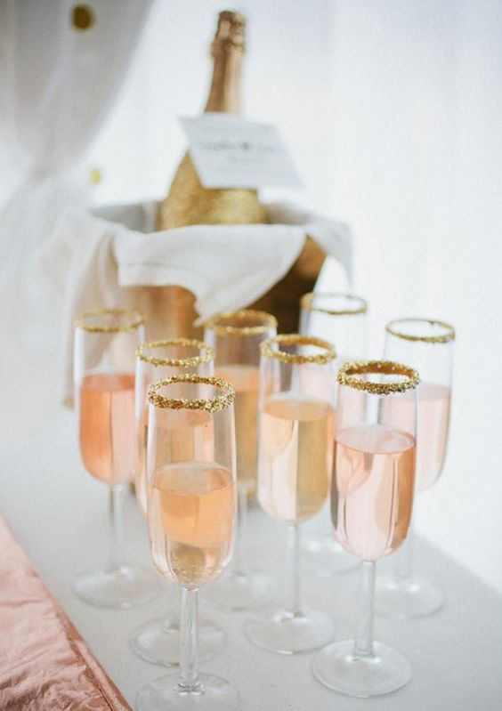 baby-shower-themes-venuerific-blog-brunch-decoration-champagne-gold-flakes
