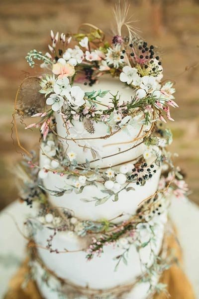 bohemian-wedding-venuerific-blog-wedding-cake