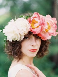 Perfect-wedding-flower-venuerific-blog-queen-of-hearts-peonies-headdress