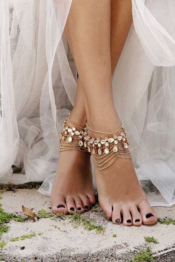 bohemian-wedding-venuerific-blog-leg-accessories