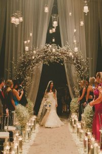 Perfect-wedding-flower-venuerific-blog-the-old-soul-baby-breath-flower-arch