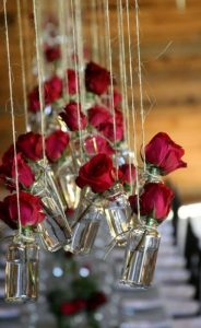 Perfect-wedding-flower-venuerific-blog-queen-of-hearts-roses-glass-vase