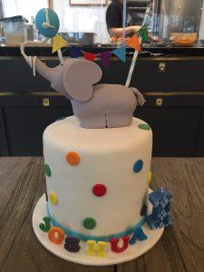 cute-cake-for-1st-birthday-inspiration-idea-venuerific-cute-cake
