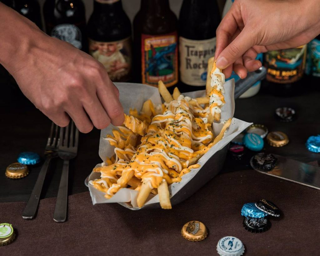 successful-networking-night-venuerific-singapore-hopheads-cheese-fries
