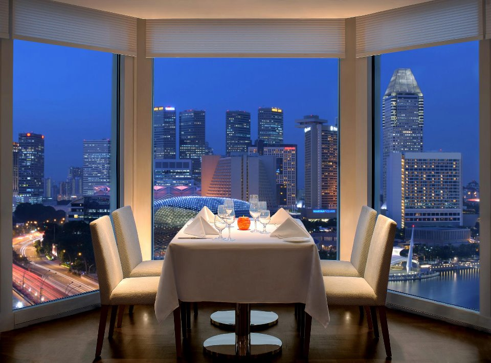 The Fullerton Hotel - Romantic View of Lighthouse Restaurant & Rooftop Bar