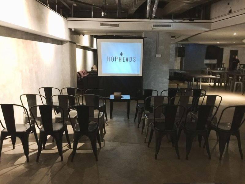 successful-networking-night-venuerific-singapore-bar-with-projector