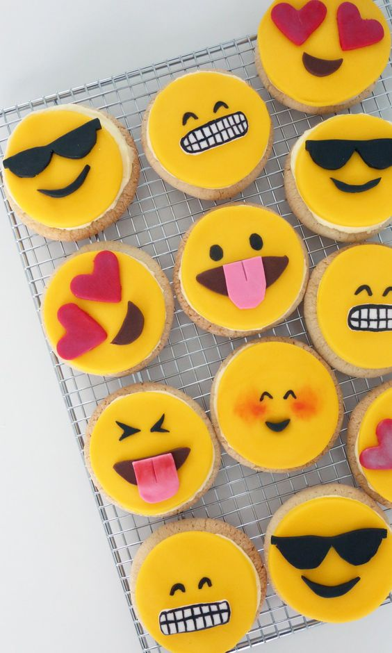 ultimate-valentines-guide-venuerific-guide-bakes-for-him-emoticon-cookies