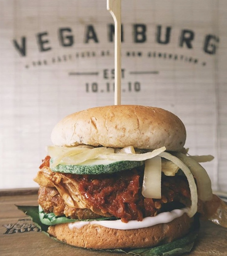 Hotspots-for-vegetarians-venuerific-singapore-veganburg-delicious-burger