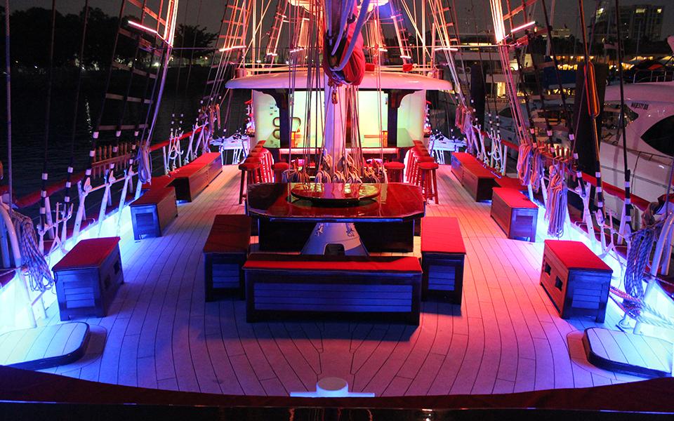 Unique-wedding-location-venuerific-blog-royal-albatross-night-time