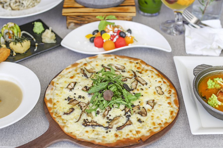 Hotspots-for-vegetarians-venuerific-singapore-elemen-white-truffle-pizza
