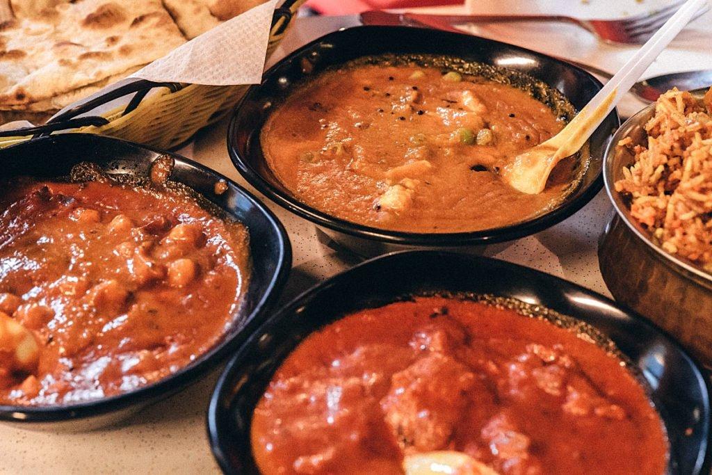 Hotspots-for-vegetarians-venuerific-singapore-komala-vilas-restaurant-dosai meal