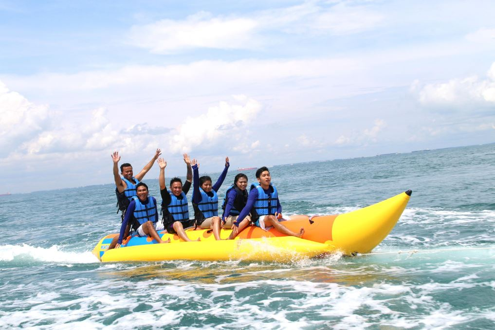 team-bonding-venuerific-blog-batam-banana-boat