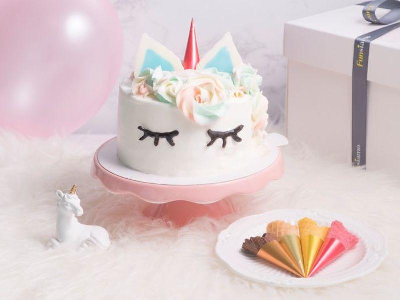 21st-birthday-party-venue-event-space-venuerific-funsiamo-unicorn-cake