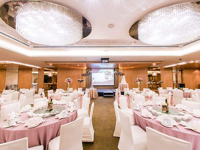 beautiful hotel wedding decorations at hotel jen