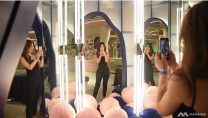 girls taking selfie with infinity mirror