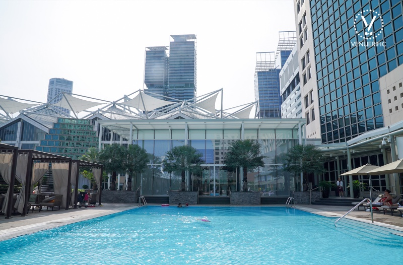 large outdoor pool conrad centennial singapore