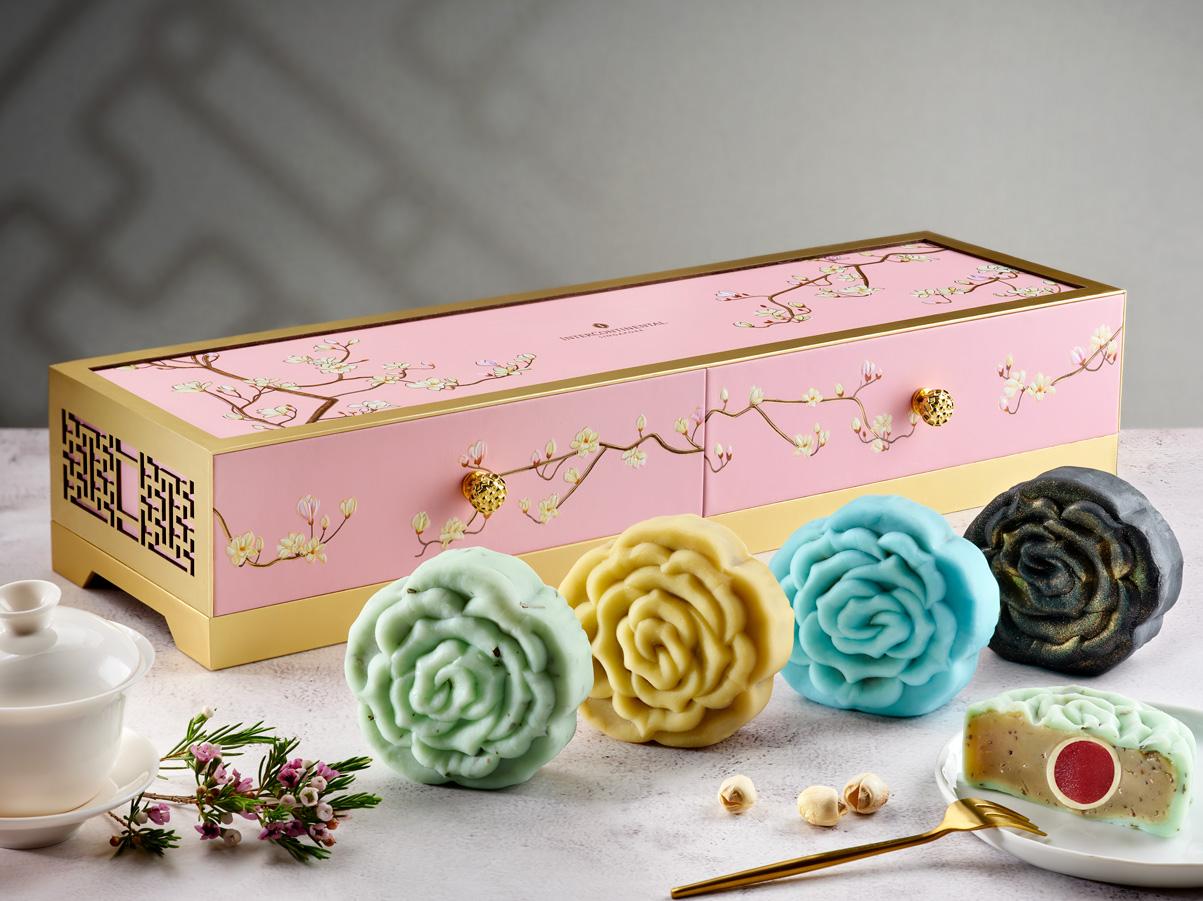 beautiful rose shaped skin mooncake from intercontinental singapore