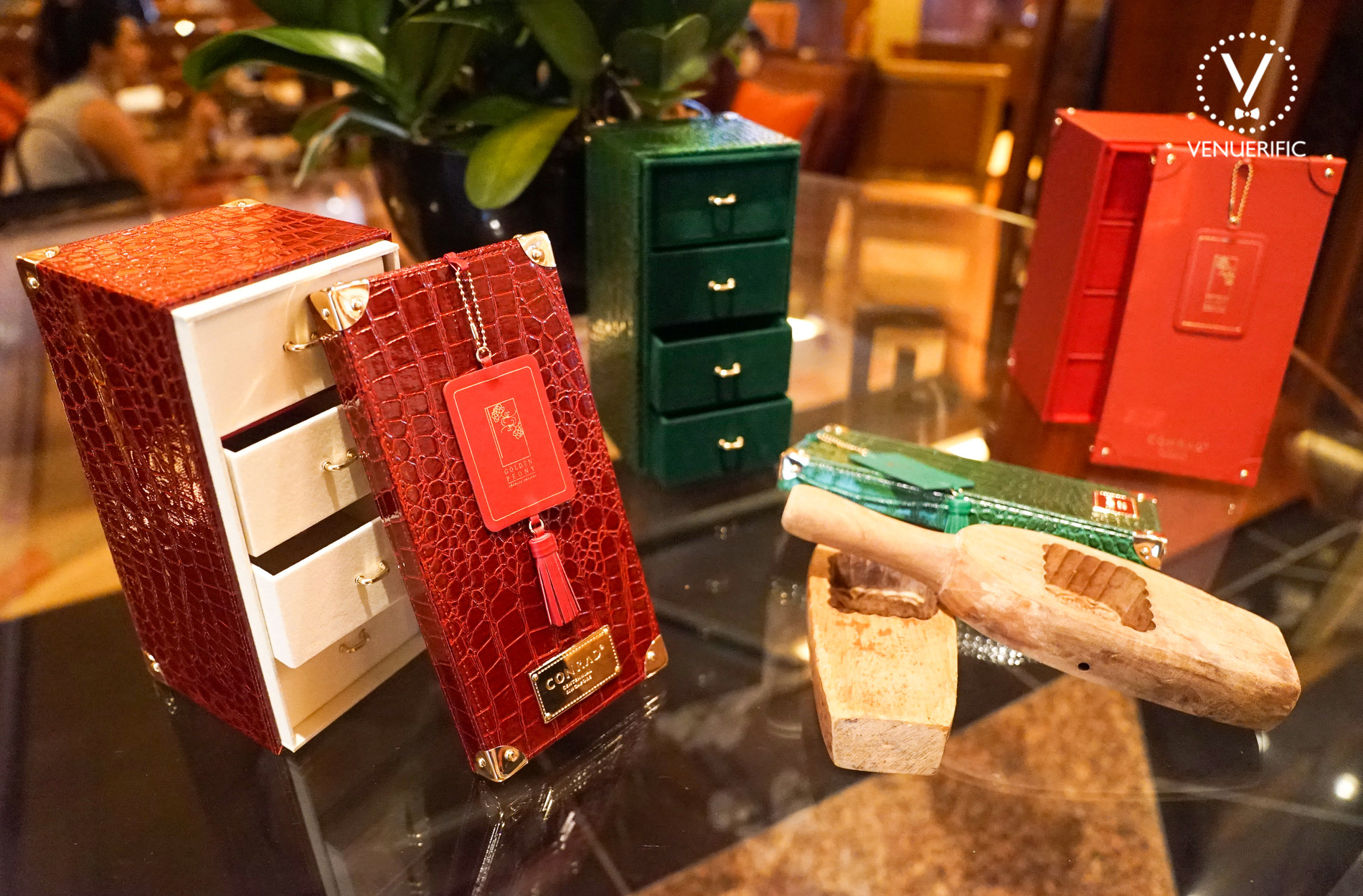 mooncake boxes similar to oriental jewellery chest