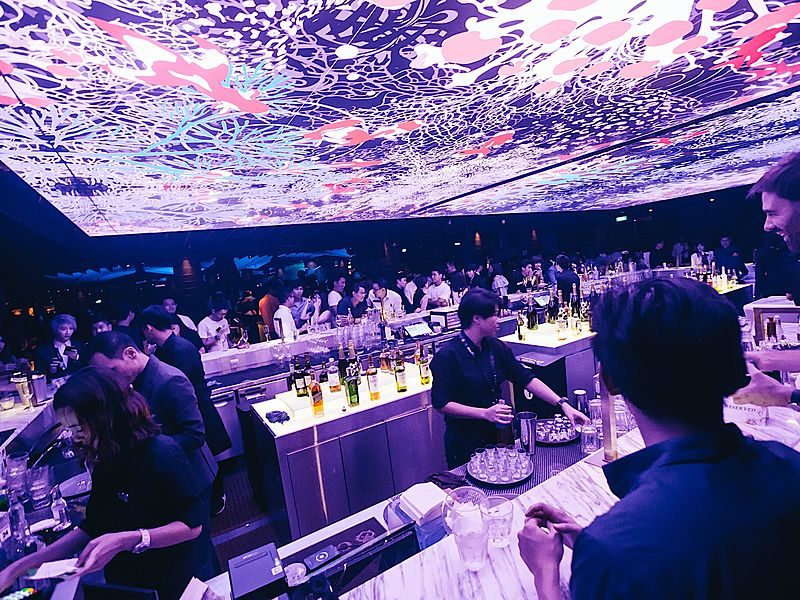 crowded spot at zouk singapore clarke quay bar
