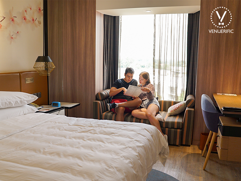 romantic couples have short staycation hotel jen tanglin