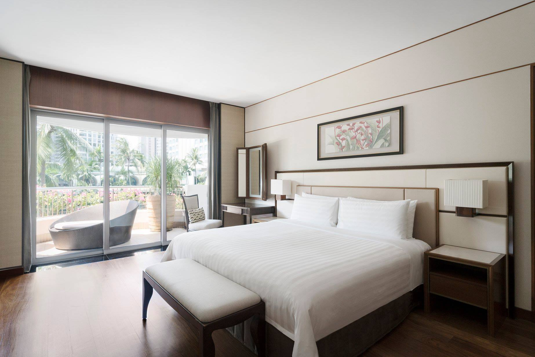cozy bedroom with spacious balcony shangri-la singaore